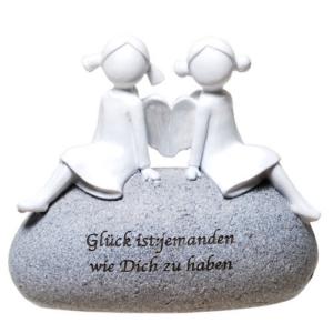 Schutzengel Paar auf Stein mit Zitat: Glück ist jemanden wie Dich zu haben - Poly Engel-Pärchen ohne Gesicht