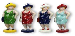 Stehende Damen mit Hut auf Sockel - Rubensmodell - mollige lustige Frauen