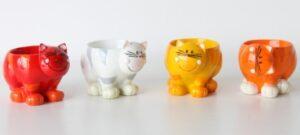 Eierbecher Katze mit Wackel Kopf Mila Serie Yoga Katze Oommh - Take it easy!
