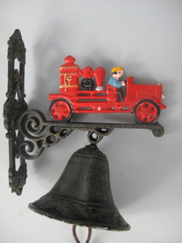 Wandglocke Feuerwehr - Türglocke Feuerwehrwagen - Löschwagen mit Feuerwehrmann aus Gusseisen