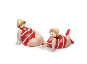 Badedamen liegend rot mit Hut - Rubensmodell - mollige lustige Frauen