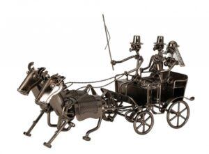 Schrauben Skulptur Hochzeitskutsche - Pferdekutsche mit Brautpaar aus Metall