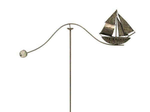 Windspiel Gartenstecker Schiff Skipper - größeres Metall Balancer Segelboot mit Glaskugel