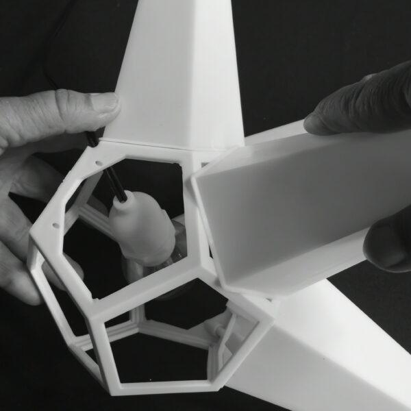3D-Stern-Spritzguss-weiß-montage-56-cm-inkl.-7-m-Außenkabel-und-LED-Birne