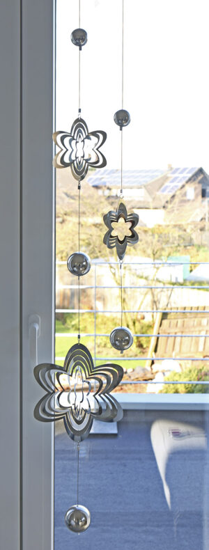 Mobile Girlande BALLS, Edelstahl Flower 3D Element gelasert - Fensterdeko - Hängedeko