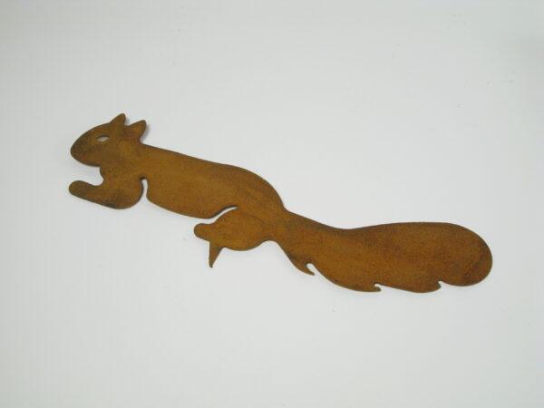 Baumdekoration Eichhörnchen mit Spieß - Edelrost Baumfigur Chap