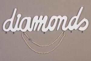 Schriftzug Diamonds - Wandschmuckhalter, Schmuckhalter aus Holz