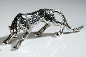 Skulptur Gepard, Poly · silber · antikfinish
