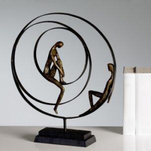 """Skulptur """"Patience"""" - Pärchen in einer Spirale sitzend - Bronzeoptik 59594.jpg"""