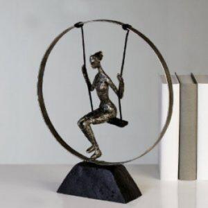 Skulptur Swing - Frau auf Schaukel im Kreis - antik silber