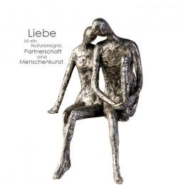 Skulptur Kantensitzer Couple - Pärchen Kantenhocker mit Zitatanhänger zum Thema Partnerschaft und Liebe