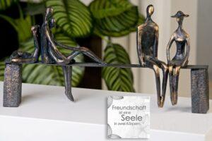 """Skulptur """"Leisure"""" - Freundschafts Skulptur- Bronzeoptik mit Zitatspruch 59772.jpg"""