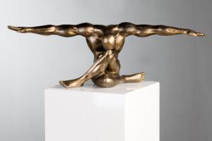Athleten Skulptur CLIFFHANGER Figur Kunstobjekt - Klippenstpringer, 61cm, Poly, Antik champagner