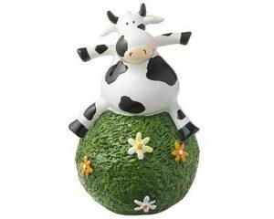 Mila Gartenkugel Kuh Adelheid - ostfriesische Milchkuh auf einer Blumenwiese-Kugel sitzend