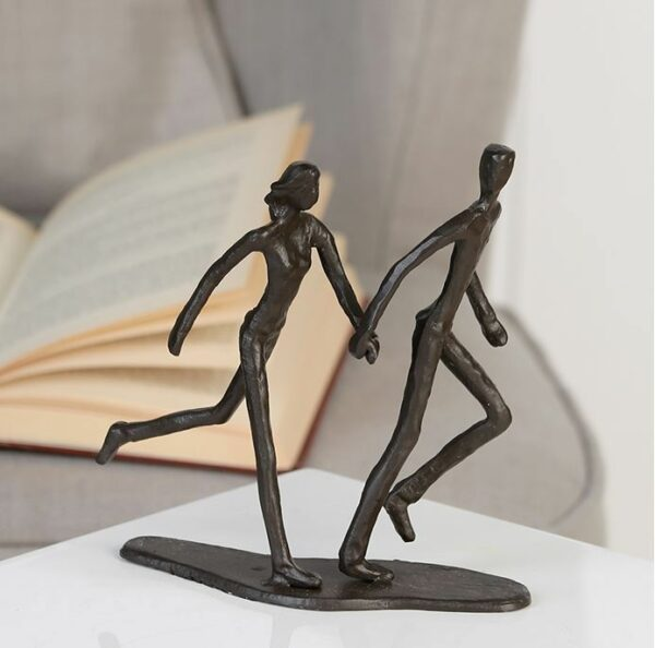 Running Liebespaar Design Skulptur