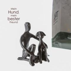 Kind mit Hund - Mini Skulptur aus Eisen, brüniert, in Geschenkbox