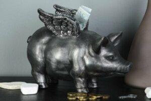 Sparschwein mit Flügeln - Glücksschwein mit Engelsflügel, Flying Pig silbergrau 23cm