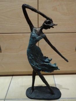 FrauenSkulptur Hilda - Tänzerin Skulptur - tanzende Frau