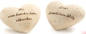 """Keramikherzen mit Zitat """"Liebe braucht keine Worte"""" und """"Für einen besonders lieben Menschen"""""""