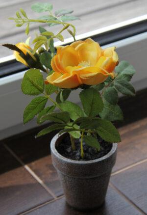 Blumentopf gelbe Rosen - Kunstblumen im Terrakottatopf - Natürliche Optik Dekopflanze