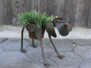Blumentopfhalter Hund Hajo laufend – mit Metallübertopf