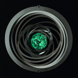 Strudel Glow 200 - Orbit Mobile Spirale Ringe Edelstahl Hochglanz poliert mit einer fluoreszierenden Glaskugel, Kugellagerwirbel und Haken