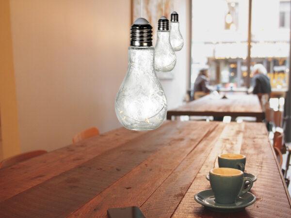 Dekoleuchte Glühbirne, Glas, weiß, satiniert, Frostoptik – mit 10er LED-Lichterkette – Glühbirne Lampe zum Aufhängen.