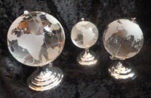 Glasglobus auf Metallsockel drehbar - Weltkugel - Paperweight Briefbeschwerer Weltkarte