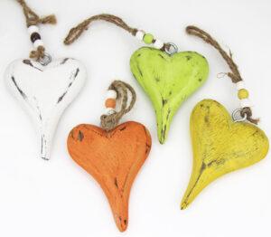 Holz Herzhänger Dost - Dekoherzen zum Hängen - farbige Holzherzen mit Kordel