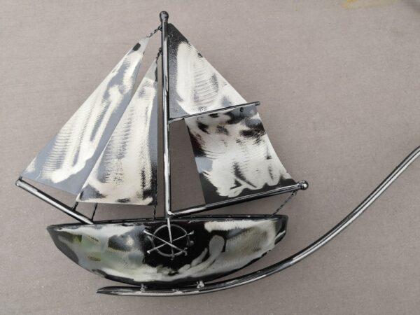 Windspiel Gartenstecker Schiff Skipper - XL Metall Balancer Segelboot mit Glaskugel