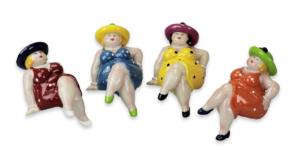 Kantenhocker Dame mit Hut - Rubensmodell - mollige lustige Frauen -NEU