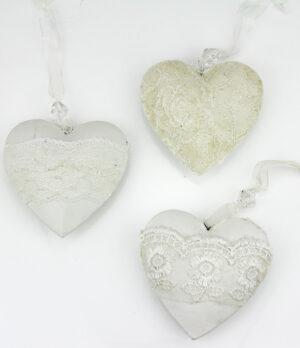 Metall Herz romantisch, weiße Herzhänger mit Schleiderstoff