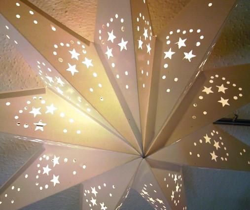 Papierstern-weiß-9-Zacken-Leuchtsterne-40-60-cm-Detail.