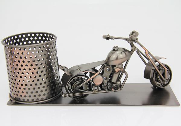 Rückseite Flaschenhalter Motorrad Skulptur – Piccolo Weinflaschenhalter, Bierhalter, Stifteköcher aus Metall – Harley – Chopper
