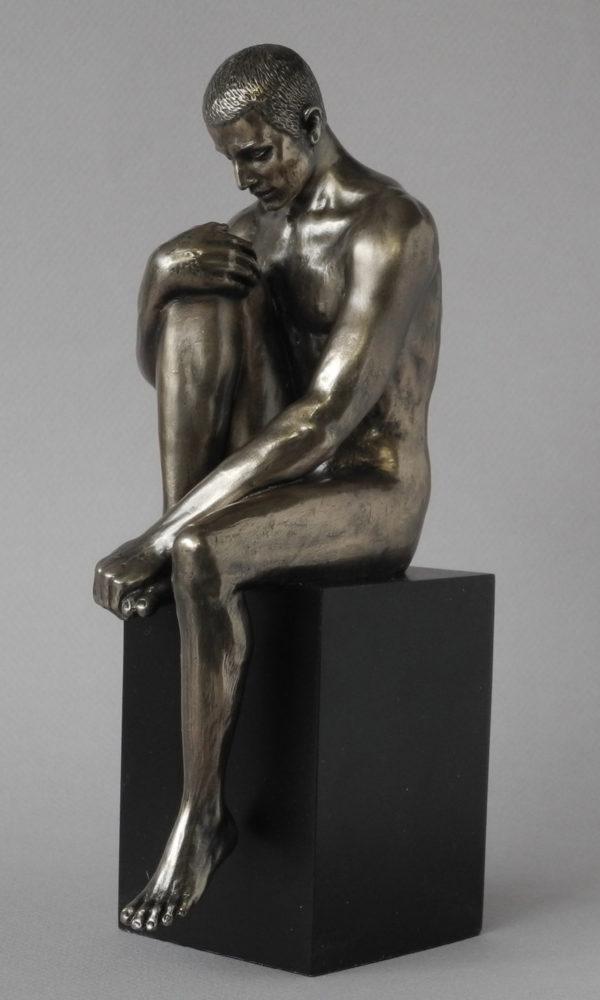Skulptur nackter Mann auf Sockel - Body Talk - männlicher Akt nachdenklicher Mann WU 76787