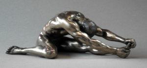 Skulptur nackter Mann in Stretchposition - Body Talk Parastone - Athlet Skulptur Männlicher AktWU 75114