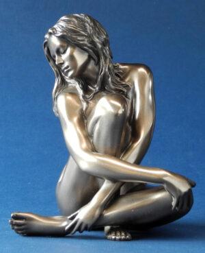 Figur weiblicher Akt sitzend mit langen Haaren - Body Talk - nackte Frau Skulptur WU 75077