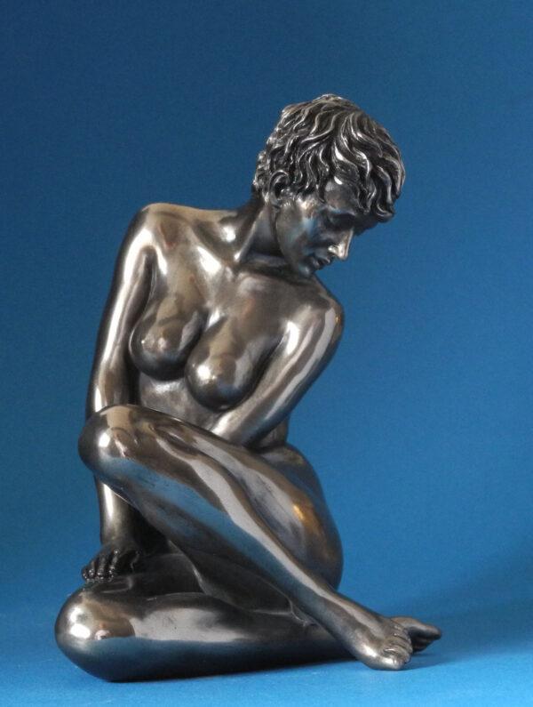 Skulptur weiblicher Akt sitzend - Body Talk - nackte Frau Skulptur mit kurzen Haaren WU 75278 HR