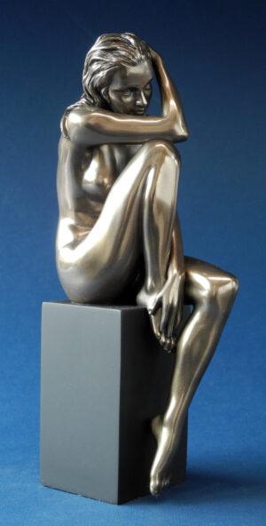 Skulptur weiblicher Akt auf schwarzem Sockel - Body Talk - nackte Frau Skulptur WU 75749