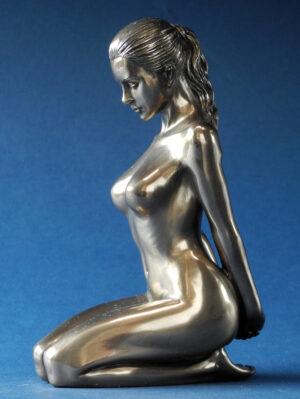 Skulptur weiblicher Akt - Body Talk - nackte Frau Skulptur kniend WU 75815