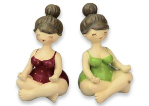Yogafigur Molly mit Dutt - Yoga Dame Rubensmodell mollige, sportliche Frauen