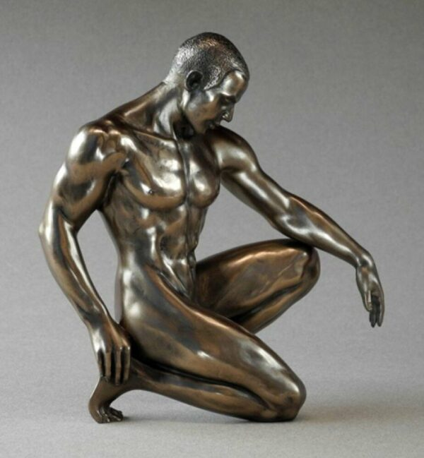 Skulptur nackter Mann kniend - Body Talk - männlicher Akt