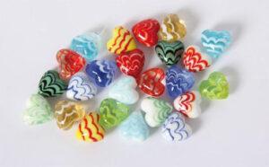 bunte Glas Herzen Wellen-Design – Dekoherzen – Glasherzen – Streudeko Glasherz