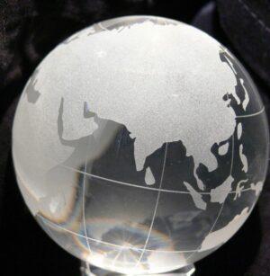 Glaskugel Globus 8cm - Weltkugel mit oder ohne Glassockel - Paperweight Briefbeschwerer